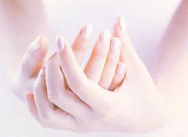 先天性的多指畸形什么时候治疗好