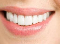 如何让牙齿变白变好看