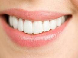 做种植牙和老人的假牙区别