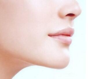 吸脂瘦脸是否会导致脸部凹陷呢
