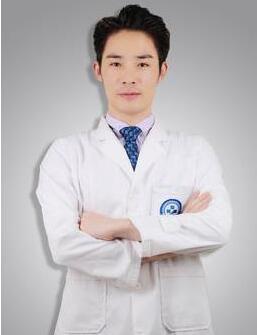 中国植发首批手术医生之一-苏彬