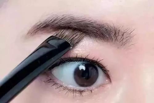 眉毛种植效果真实自然