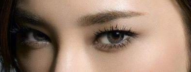 上眼睑下垂矫正可获得重睑的美容效果