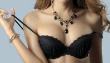 假体隆胸让女人们重获自信心