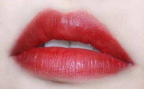 長沙伊百麗紋唇的時候疼不疼