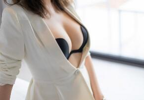 要想有凹凸有致的身材自體脂肪豐胸幫助你