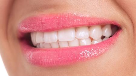 唇侧和舌侧矫正哪个快