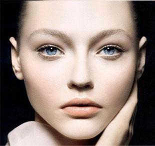 全切双眼皮多久可以化妆?
