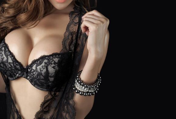 隆胸攻略:注射玻尿酸丰胸可靠吗